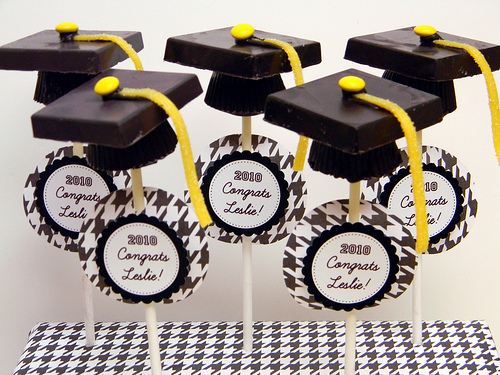 Graduation Cake Pops – Godiva and Reeses Graduation Cap Pops [Recipe]