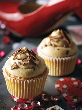 Tiramisu Cupcakes with creamy Espresso Mascarpone frosting. [Recipe]