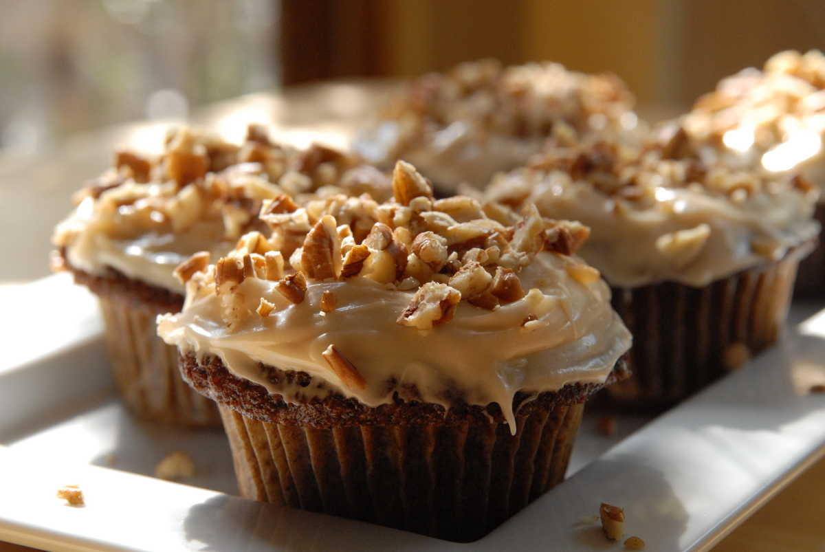 Spiced Carrot Cupcakes with Lemony Cream Cheese Frosting ...