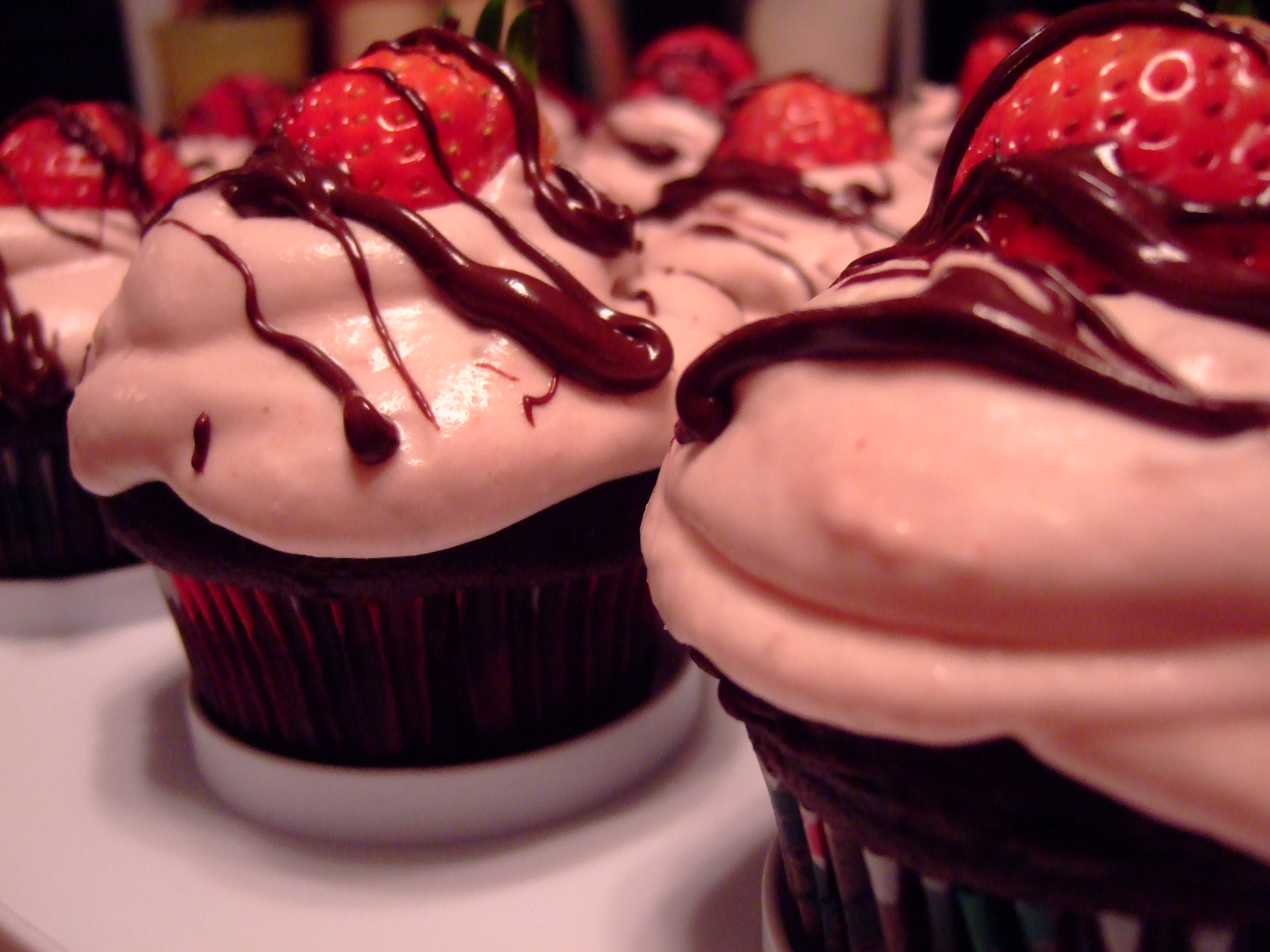 chocolate-covered-strawberry-cupcakes-014